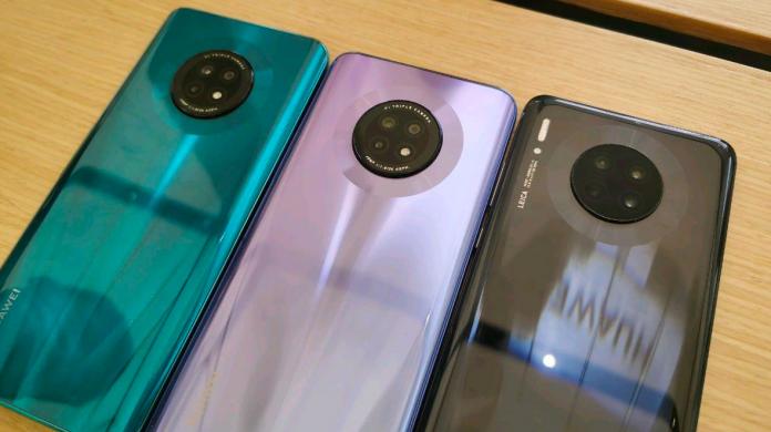 The Huawei Enjoy 20 Plus sports a pop-up selfie camera